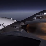 Her bryter SpaceShipTwo lydmuren