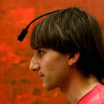 Fargeblind artist med chip-implantat i hodeskallen – nå «hører» han farger