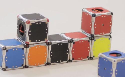 Forskere ved MIT har utviklet roboter som kan hoppe og transformeres. Foto: MIT